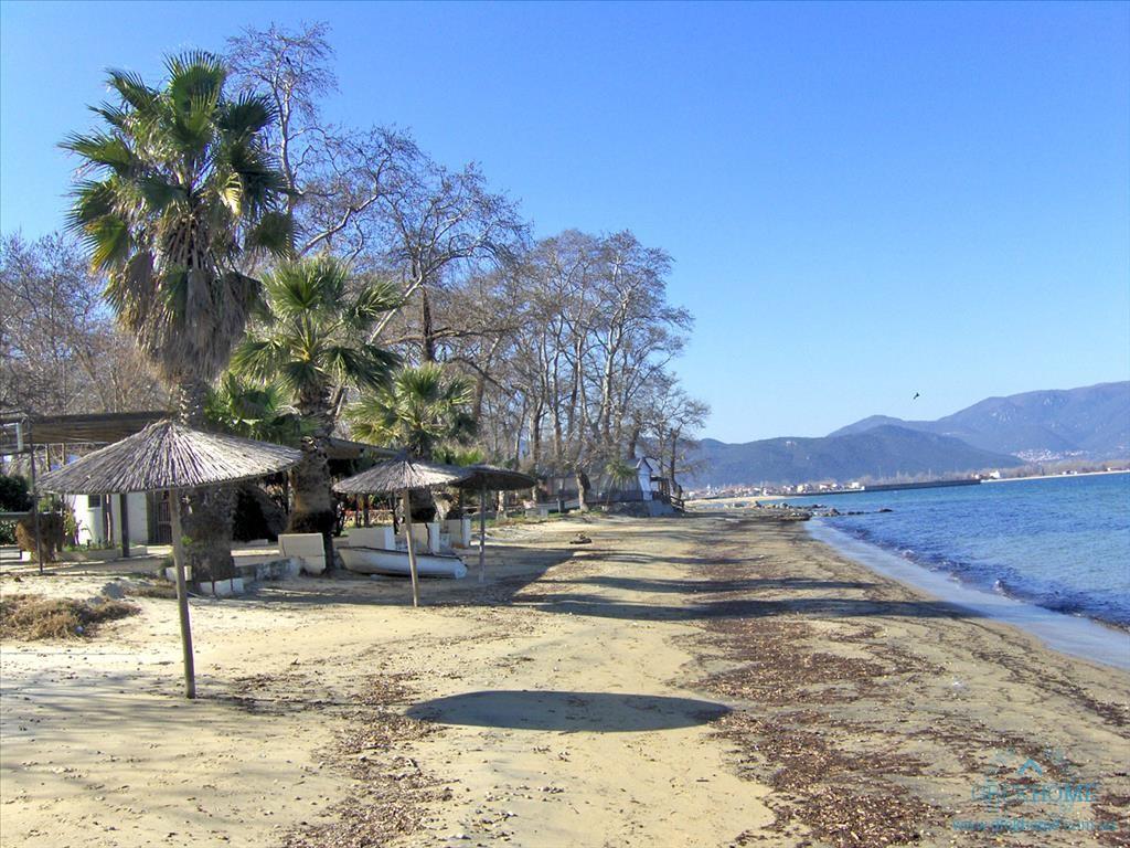 Землю в остров Ставрос у моря